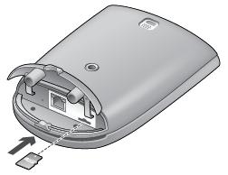 Alert Commander inserting microsd into outdoor Insertar la tarjeta microSD en la cámara