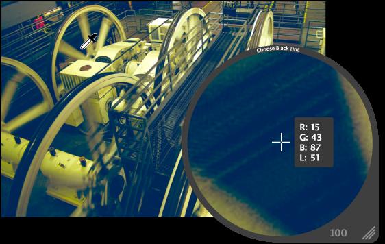 図。 イメージの最も暗いピクセルを拡大して表示しているルーペ。