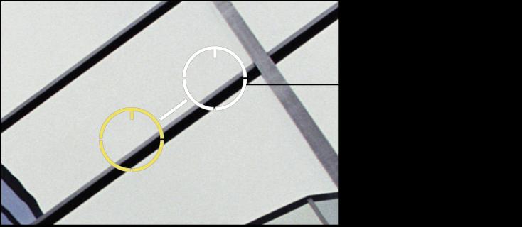 図。 イメージの中でピクセルの複製元の部分の上に、白のソース・ターゲット・オーバーレイが配置されているイメージ。
