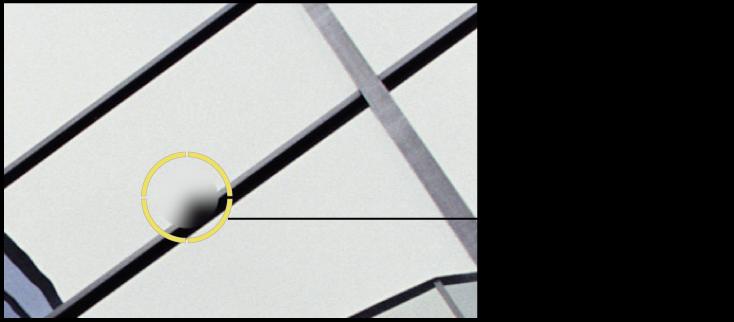 """图。 图示为黄色的""""修复和修补""""目标叠层,放在图像中的污点上。"""