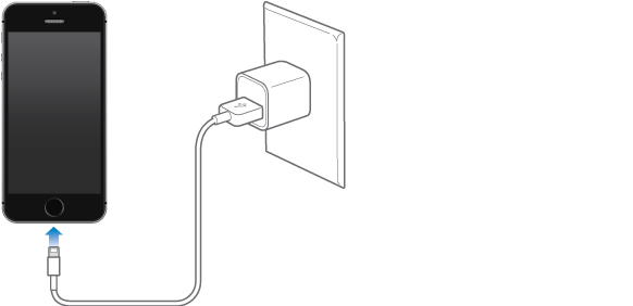 iPhone pripojený k napájaciemu adaptéru.