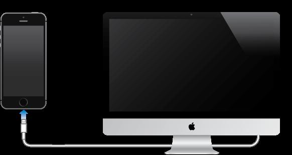 iPhone, povezan z računalnikom Mac s kablom, ki je priložen mobilniku iPhone.