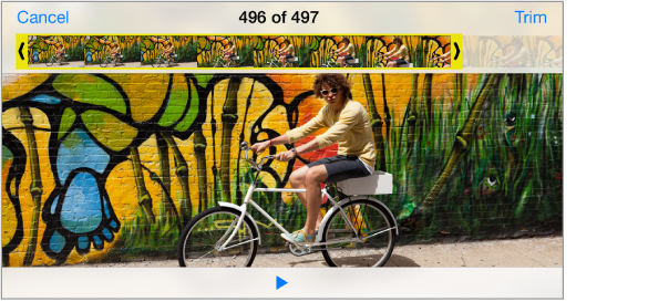 Videoposnetek s pregledovalnikom sličic na vrhu. Gumb za obrezovanje je v zgornjem desnem kotu.