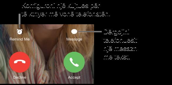 Ekrani i thirrjes hyrëse me butonat. Radha e sipërme, nga e majta në të djathtë: Butoni Remind Me, butoni Message. Radha e poshtme, nga e majta: Butoni Decline dhe butoni Answer.
