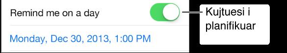 Pjesë e ekranit Reminders që tregon opsionin Remind me on a day të aktivizuar dhe datën dhe orën e kujtesës të renditur poshtë.