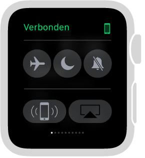 De snelle blik Instellingen, waar u kunt zien of uw AppleWatch en uw iPhone met elkaar verbonden zijn en waar zich knoppen bevinden om 'Vliegtuigmodus', 'Niet storen' en 'Houd stil' in te schakelen. U kunt uw iPhone ook een signaal sturen. 'Stuur signaal naar iPhone' is geselecteerd.